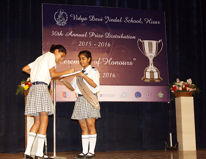 annual prize distribution function of school Here are other examples of welcome note of annual day function i , heartily welcome you to th annual day function celebration of  a very good evening ladies and gentlemen, a galaxy of intellectuals, your excellency, honored guest, teachers and all my dear friends.